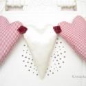 Fehér szatén, és csíkos szív, lakásdekoráció, bordó rózsa rátéttel. Girland. Valentinnap dekorációja., Dekoráció, Varrás, Fehér szatén, piros-fehér csíkos szív dekoráció, ajtódísz, lakásdekoráció, bordó rózsa rátéttel. Sz..., Meska