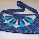 Pöttyös kék női vászontáska elöl virágmintával, Táska & Tok, Kézitáska & válltáska, Válltáska, Varrás, Ezzel a táskával a kék szín szerelmeseinek szeretnék a kedvében járni. A képeken látható női táska ..., Meska