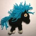 Fekete paripa, Baba-mama-gyerek, Dekoráció, Játék, Mindenmás, Horgolás, Szerencsehozó, kedves kis lovacska.  Hossza: 10 cm  Magassága: 7 cm Súly: kb. 50 g  , Meska