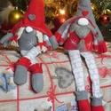 Lógó lábú manó, Baba-mama-gyerek, Dekoráció, Ünnepi dekoráció, Karácsonyi, adventi apróságok, Többféle stílusú és színű manócskáink kaphatók, rendelésre készülnek. Méretük 30-40 cm. Puha anyagbó..., Meska
