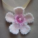 Kislány ékszer, virág-medál LEFOGLALVA, Igazán bájos ez a sziporkázó, aprólékos munk...
