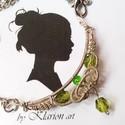 Smaragdszín gyöngyös nyakék, Ékszer, óra, Ruha, divat, cipő, Nyaklánc, Medál, A medál ezüst ékszerdrótból készült, gyönyörű irizáló fényű csiszolt zőld üveggyöngyökkel kiegészítv..., Meska