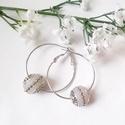 Ezüst színű karika fülbevaló, Ékszer, óra, Esküvő, Mindenmás, Fülbevaló, 4 cm átmérôjű, ezüst színű karika fülbevaló alapra, saját készítésű, alkalmi hangulatú gyöngyöket fű..., Meska