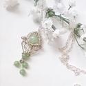Jade medál, Ékszer, Mindenmás, Medál, Nyaklánc, Különbözô méretű jade gyöngyökbôl és ezüstözött ékszerdrótból készült ez az egyszerű kis ékszer. Kb...., Meska