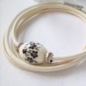 Fehér és beige hengerbőr karkötő  (klarion) - Meska.hu