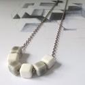 Porcelán kockás medálos nyaklánc, Ékszer, Mindenmás, Medál, Nyaklánc, Kb. 8 mm-es, szürke és fehér porcelán kockákból, ezüst színű, 60 cm-es láncból készült ez az egyszer..., Meska