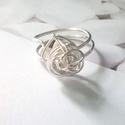 Ékszerdrót gyűrű, Ékszer, Esküvő, Medál, Gyűrű, Ezüstözött ékszerdróttal gyűrűt készítettem amely állítható méretű. A színek kismértékben eltérhetne..., Meska