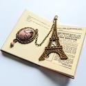 Párizs könyvjelzô rodonit ásvány kő és gyöngy medállal, Naptár, képeslap, album, Ékszer, Dekoráció, Könyvjelző, Bronz színű, Eiffel tornyot ábrázoló könyvjelző alapra láncon függő rodonit ásvány kő medállal és ro..., Meska