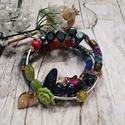 Bohém hippy karkötő, 3 soros memória karkötő színes szövettel, kagyló, fa, üveg, akril gyöngyökkel, Kék alapon színes szövésű bohém szöveteket ...