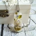 Örök tavasz nemesacél nyaklánc virágos gyanta medállal, ibolya, Örök tavasz marad ebben a gyanta medálban a fri...