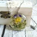 Örök tavasz nemesacél nyaklánc virágos gyanta medállal, árvácska, százszorszép, Örök tavasz marad ebben a gyanta medálban a fri...
