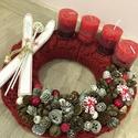 Piros adventi koszorú síléccel AKCIÓÓÓÓ!!!!, Dekoráció, Karácsonyi, adventi apróságok, Otthon, lakberendezés, Ünnepi dekoráció, Az adventi koszorúalap átmérője 25 cm, végleges méret 28 cm. Szalma koszorú az alapja, melyet piros ..., Meska