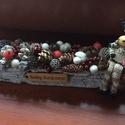 Karácsonyi rénszarvaos asztaldísz, Az asztaldísz hossza 30 cm, mely fehér faháncs ...