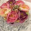 Virágbox , Dekoráció, Otthon, lakberendezés, Dísz, Asztaldísz, A virágbox átmérője 15 cm ami különböző selyem virágok kerültek.  Szatén szalagot kötöttem a dobozra..., Meska