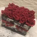 Virágbox vörös rózsából , Dekoráció, Otthon, lakberendezés, Dísz, Asztaldísz, A rózsabox szélessége 20 cm amibe vörös rózsák és  kerültek.  A virágbox fekete-fehér bőr. Kedves aj..., Meska