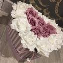 Virágbox szív alakú, Dekoráció, Otthon, lakberendezés, Dísz, Asztaldísz, A szív alakú rózsabox szélessége kb 22 cm amibe fehér és mályva rózsák kerültek.  Kedves ajándék leh..., Meska