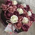 Virágbox szív alakú anyák napjára, A szív alakú rózsabox szélessége kb 22 cm ami...