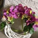 Hortenziás lepkés ajtódísz, kopogtató , Dekoráció, Otthon, lakberendezés, Dísz, Ajtódísz, kopogtató, A kopogtató átmérője 20cm, végleges mérete virágokkal kb. 21 cm. A koszorú alapra hortenzia virágok ..., Meska