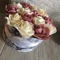 Virágbox , Dekoráció, Otthon, lakberendezés, Dísz, Asztaldísz, A  rózsabox átmérője kb 19-20 cm amibe törtfehér és mályva rózsák kerültek.  Kedves ajándék lehet an..., Meska