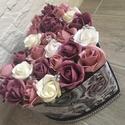 Virágbox rózsából  bőrdobozban strasszkövekkel, A rózsabox szélessége kb. 22 cm amibe mályva-p...