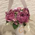 Vázás tölcséres virágbox, Dekoráció, Otthon, lakberendezés, Dísz, Asztaldísz, A váza tölcsér szélessége virágokkal kb. 18 cm, magassága kb. 25 cm. A tölcsérbe mályva rózsák és pa..., Meska