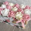 Virágbox rózsából  gyöngyökkel, Dekoráció, Otthon, lakberendezés, Dísz, Asztaldísz, A rózsabox szélessége kb. 24cm amibe rózsaszín-cirmos-fehér rózsák kerültek gyöngyökkel.  Kedves ajá..., Meska