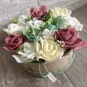 Virágbox rózsával és hortenziával, Dekoráció, Otthon, lakberendezés, Dísz, Asztaldísz, A  virágbox átmérője kb 17-18 cm amibe törtfehér és mályva rózsák mellé hortenziák is kerültek.  Ked..., Meska
