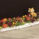 Őszi asztaldísz rókával, Az asztaldísz hossza 30 cm, mely fehér faháncs ...