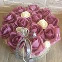 Virágbox rózsával , A rózsabox átmérője 21 cm amibe málya és bei...
