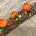 Őszi asztaldísz tökkel, Az asztaldísz hossza 30 cm, mely faháncs köteg,...