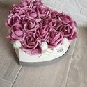 Virágbox rózsával , Dekoráció, Otthon, lakberendezés, Dísz, Asztaldísz, A szív alakú rózsabox mérete kb. 22 cm amibe málya  rózsák  kerültek.  Kedves ajándék lehet születés..., Meska