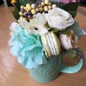 Asztal dísz, Dekoráció, Otthon, lakberendezés, Asztaldísz, Home sweet home feliratú kerámia bögrébe gyönyörű selyemvirágokat, és gipsz macaront helyez..., Meska