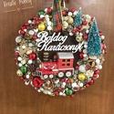 Mesevonat kopogtató, Otthon, lakberendezés, Karácsonyi, adventi apróságok, Karácsonyi dekoráció, Ajtódísz, kopogtató, Igazi karácsonyi hangulatú vonatos kopogtató,klasszikus piros-zöld-arany színekkel. Mérete ép..., Meska