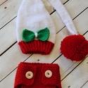 Téli szett- Piros alsó fehér manósapkával, Baba-mama-gyerek, Ruha, divat, cipő, Gyerekruha, Baba (0-1év), Piros színű alsó fa gombokkal, fehér-zöld- piros manósapkával, nagy pompommal téli fotózásokhoz.  A ..., Meska
