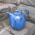 Árvácska kék  teáskanna, Otthon, lakberendezés, Konyhafelszerelés, Kancsó , Kerámia,  Magas tüzű ( 1240 fokon égetett)korongozott kerámia teáskanna,árvácska kék  színű fényes mázzal.  ..., Meska