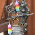 Nagyvirágú, szivárványos színű, deres hatású, lucite fülbevaló üveggyönggyel, Ékszer, Fülbevaló, Ehhez a vidám, szivárványos színű lucite harangvirág fülbevalóhoz 1,5 cm széles akril haran..., Meska