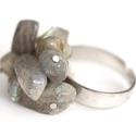 Fritt - labradorit gyűrű, Ékszer, Gyűrű, Ékszerkészítés, Misztikusan fénylő borzas labradorit gyűrű. Nemesacéllal rögzítettem az ásvány darabkákat. Amikor m..., Meska
