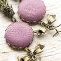 Mályva fülbevaló masnival, Ékszer, Fülbevaló, Igazán különleges, bájos fülbevaló mályva lila színben. Antikolt fém masni medálok díszí..., Meska