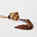Trendi hosszú rojt nyaklánc gyöngybogyóval, Ékszer, Nyaklánc, Különleges, trendi, gyöngybogyó nyaklánc extra hosszú láncból készült rojttal, bronz, béz..., Meska