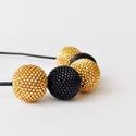 Divatos arany és fekete gyöngy bogyó nyaklánc bőrszálon, Ékszer, Nyaklánc, Trendi gyöngy nyaklánc divatos arany és fekete színekben  A nyaklánc arany és fekete minőség..., Meska