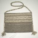 Szürke hagyományos tarisznya, Szürke és nyers színű természetes gyapjúból...