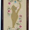 Falikép-Hódmezővásárhelyi hímzéssel macska, Dekoráció, Otthon, lakberendezés, Képzőművészet, Magyar motívumokkal, Saját, teljesen egyedi grafikájú festményem után készült nyomat, falapra kasírozva. A kép a Cicák né..., Meska