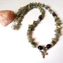 Kolibris labradorit nyaklánc ametiszttel , Ékszer, Nyaklánc, A nyaklánc labradorit chips ásványból és ametiszt ásvány golyóból készült. A hossza 48cm,..., Meska