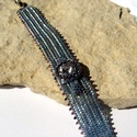 Swarovski alkalmi karkötő, Ékszer, Ruha, divat, cipő, Karkötő, A karkötőt  minőségi Japán gyöngyből készítettem aprólékos munkával. Középen egy swarovski kristály ..., Meska