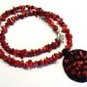 Gyöngyhímzett medál korall ásvánnyal, Ékszer, Medál, A medál gyöngyhímzés technikával készült, valódi bőr alapra korall gyöngyből és japán gyöngyökből. A..., Meska