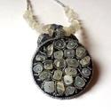 Gyöngyhímzett medál holdkő ásvánnyal, Ékszer, Medál, A medál gyöngyhímzés technikával készült, valódi bőr alapra holdkő ásvány gyöngyből és japán gyöngyö..., Meska