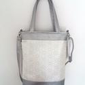 2 in 1 Ezüst válltáska/oldaltáska, Táska, Válltáska, oldaltáska, Ezüst/fehér textilbőrből készült táska. A táskát 3 féleképpen lehet hordani.  A hosszúpánt szabályoz..., Meska