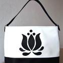 Fekete/fehér egyvállas táska tulipán motívummal, Táska, Válltáska, oldaltáska, Fekete/fehér táska tulipán motívummal.  A táska vízhatlan textilbőr anyagból készült.  Húzózárral zá..., Meska