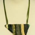Textil nyaklánc - zöld-sárga háromszög, Ékszer, Medál, Nyaklánc, Zöld-sárga színű textil nyaklánc különböző anyagkombinációkkal. Medál mérete kb. 12x7,5..., Meska