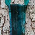 Textil nyaklánc-medál - sötét zöld, Ékszer, Medál, Nyaklánc, Sötét zöld színű textil nyaklánc különböző anyagkombinációkkal. Medál mérete kb. 6x13,..., Meska